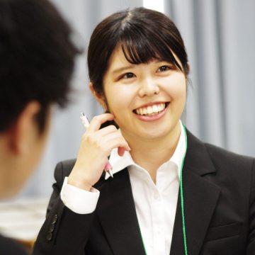 雰囲気づくりに長けた高田さん。グループのリーダー役で彼女の魅力を存分に発揮。