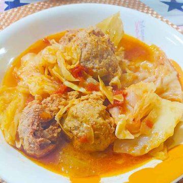 キャベツと肉団子のトマト煮